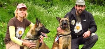 毒物探知犬チームのキコとクキ 写真提供: (c) V. Saravia